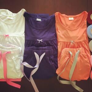 Pyžama uz jsou strihove dokoncena 😊 Ted se ladí detaily - barevne kombinace a doplnky.. #bambutik #bambusoveobleceni #bambusovepyzamo